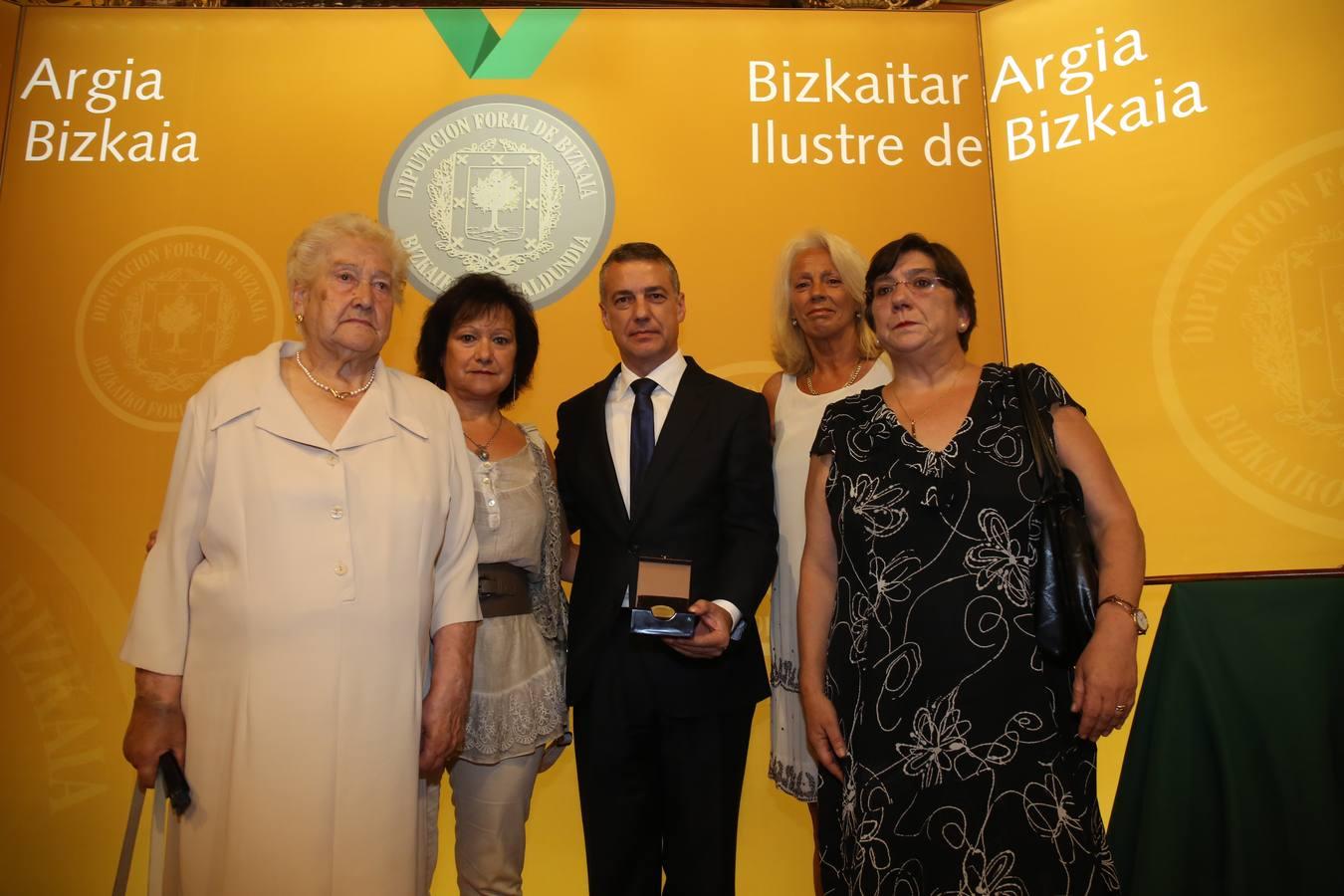 Bizkaia distingue como ilustres a todas las víctimas