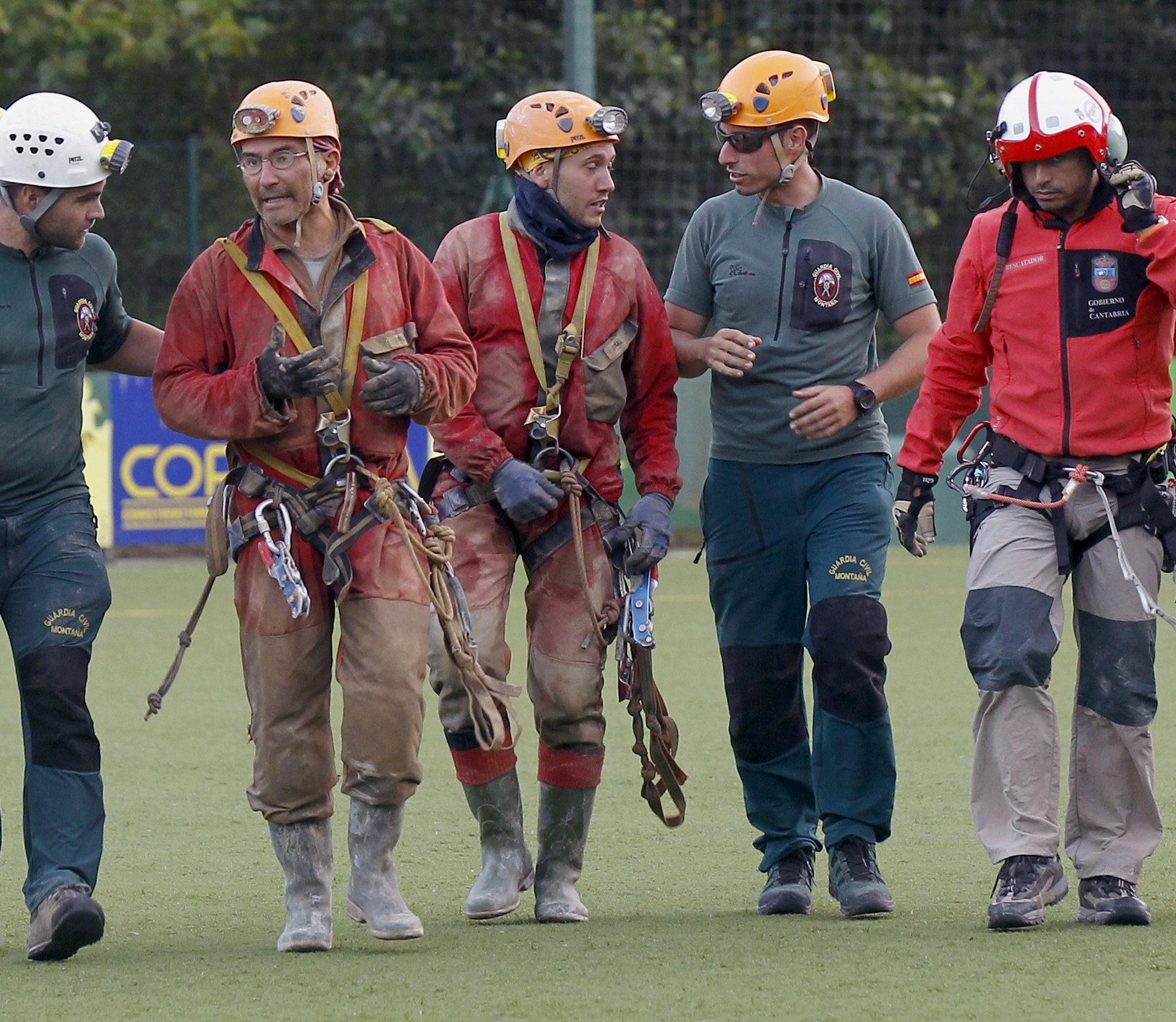 Rescatados los cuatro espeleólogos perdidos Soba