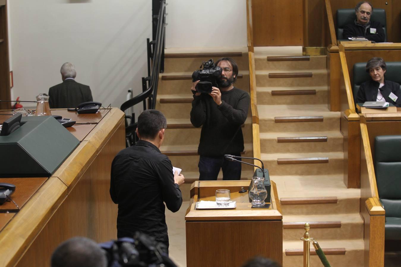 """Los parlamentarios de EH Bildu dejan el pleno por el """"veto"""" de la Cámara a sus iniciativas"""